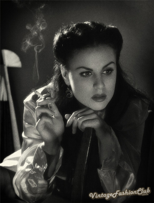1940s-fashion-smoking-girl
